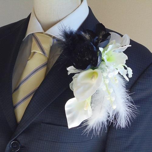メンズコサージュ・ブラック胡蝶蘭とカラーでスタイリッシュ