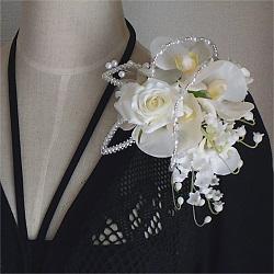 結婚式コサージュ・胡蝶蘭とすずらんで蝶の舞
