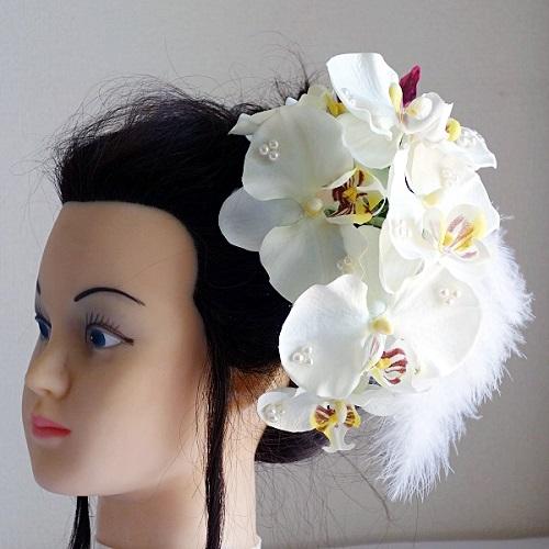 和装髪飾り・2種類の胡蝶蘭とフェザーでスタイリッシュ